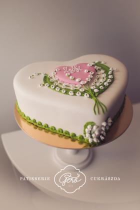 153. Szív marcipános torta
