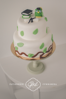 Emeletes marcipános torta diplomaosztóra