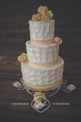 10. Esküvői torta