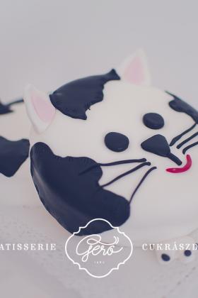 355. Cica torta