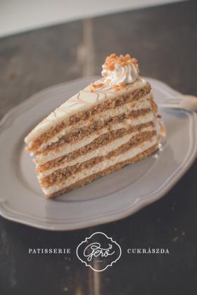 Vaníliás - diós tortaszelet