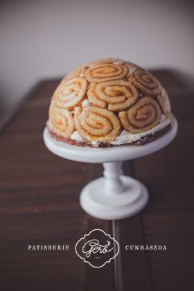 Édesítőszerrel készített Charlotte torta
